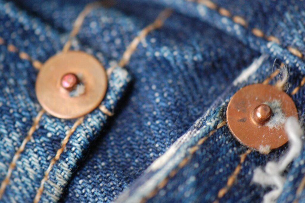 Медные заклёпки на джинсах 1973